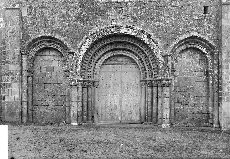 Portail de la façade ouest, étage inférieur