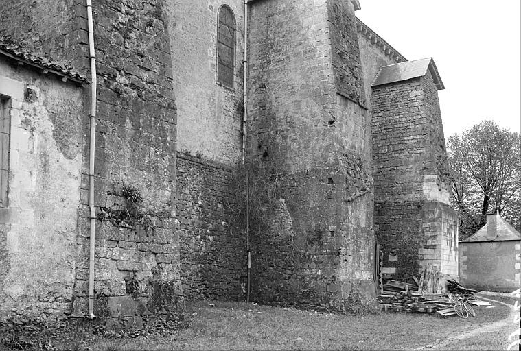 Extérieur, mur et contrefort, côté nord