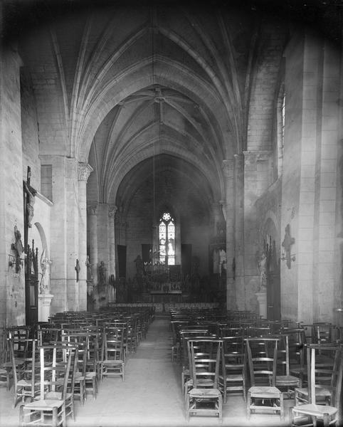 Intérieur de la nef vue de l'entrée