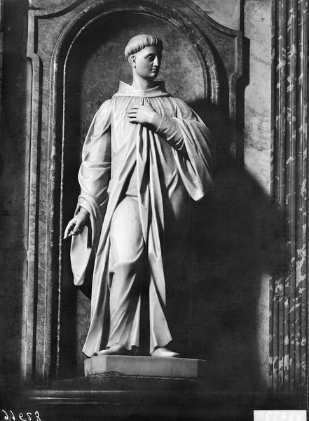 Statue en marbre blanc de saint Benoît