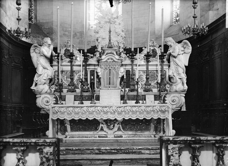 Maître-autel en marbre polychrome
