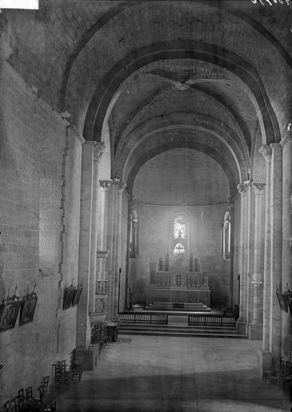 Intérieur de la nef et du choeur