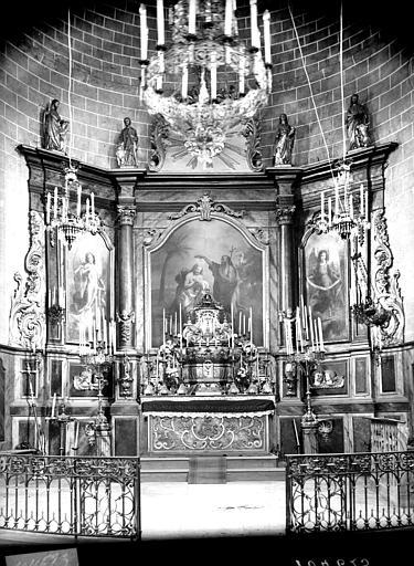 Vue intérieure du choeur. Maître-autel