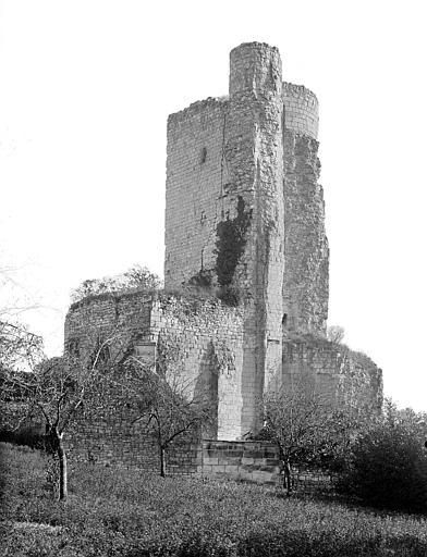 Donjon en ruines, côté sud-est
