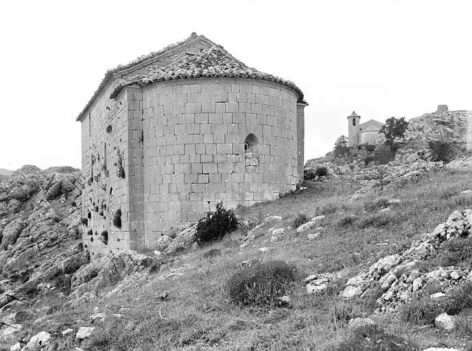 Ensemble sud-est. Ancienne chapelle des Templiers à l'arrière-plan