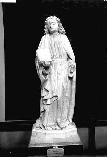 Statue en pierre : Saint Jean l'Evangéliste, de face