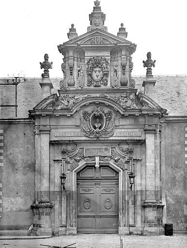 Ancien collège des Jésuites, actuellement Prytanée national militaire