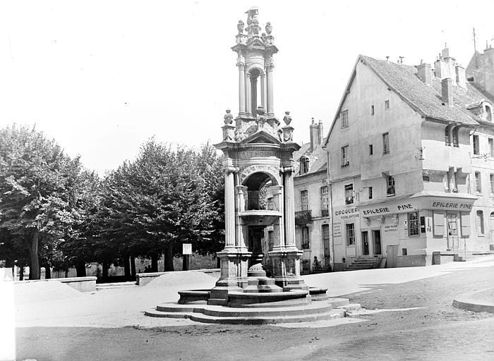 Fontaine Saint-Lazare, face sud-ouest