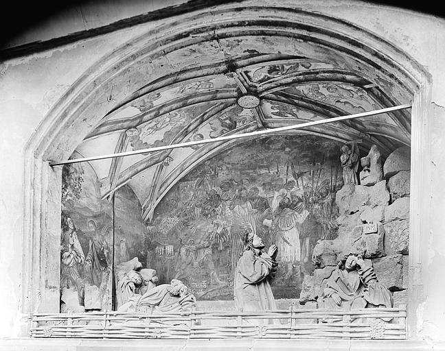 Mont des Oliviers : Jardin des oliviers. Groupe sculpté posé sur fond de peintures monumentales dans une niche à l'extérieur de la chapelle de la Vierge