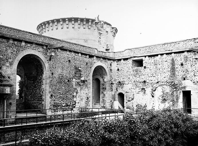 Château fort, actuellement collège