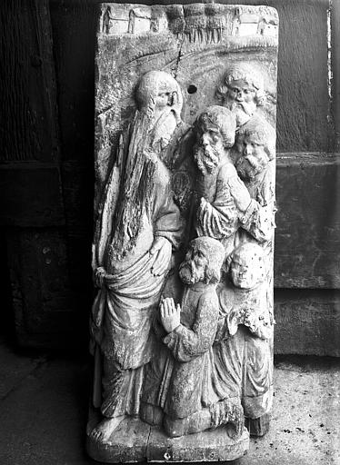 Groupe en pierre provenant de l'ermitagé Saint-Sauveur : 6 personnages
