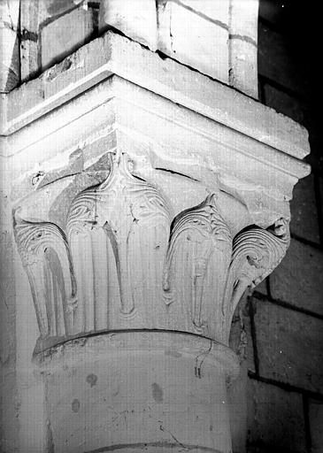 Chapiteau de la nef