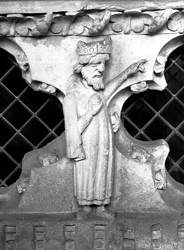 Tombeau en pierre de saint Gauthier, décédé en 1099 : détail d'un motif