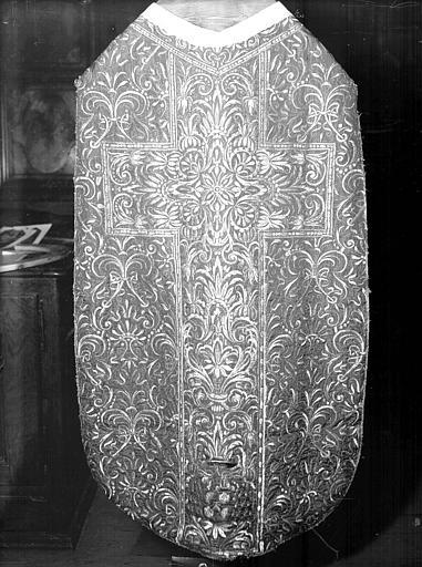 Chasuble, chape, étole, manipule, bourse de corporal et voile de calice d'Etienne Le Roux d'Arbaud de Peyrusse, prévôt du chapitre