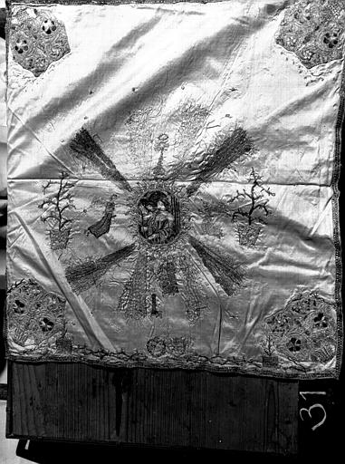 Voile de calice de soie, sainte Cécile, broderie polychrome