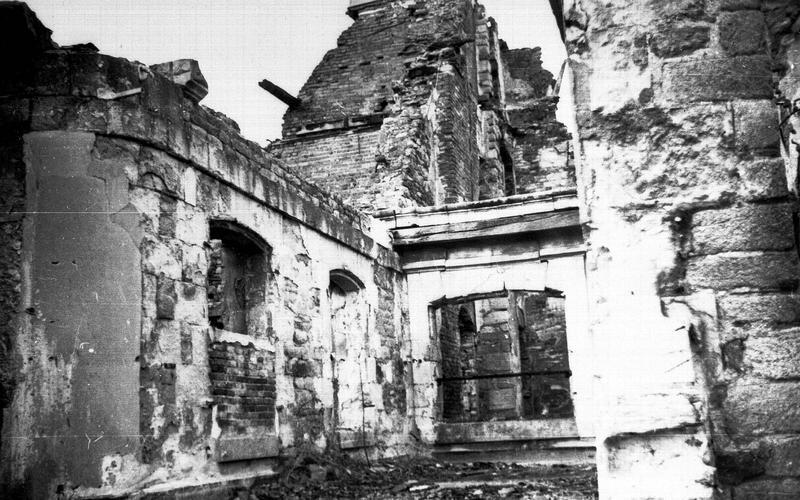 Pavillon est. Mur sud après les bombardements de 1939 à 1944