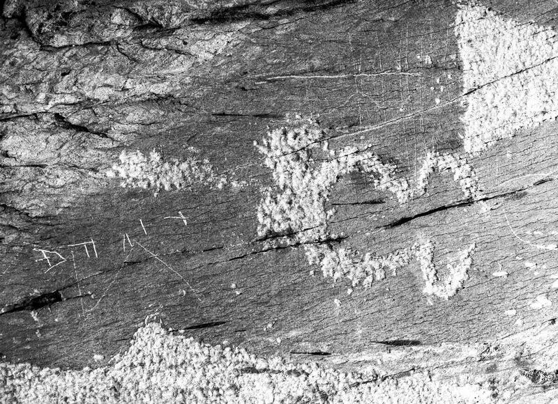 Inscriptions rupestres. Val, Mont et Rocher des Merveilles, val Agnetto : zone 4, groupe 1, rocher 5