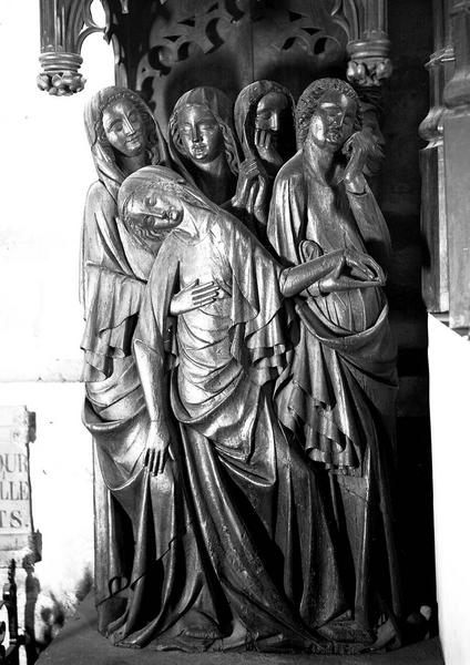 2 groupes sculptés : Soldats, Saintes femmes