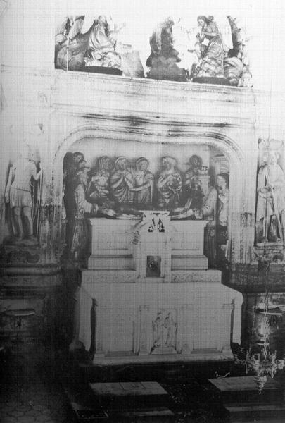 Groupe sculpté du maître-autel : Mise au tombeau