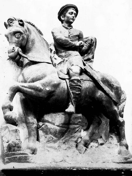 Groupe sculpté en calcaire peint polychrome : la charité de saint Martin