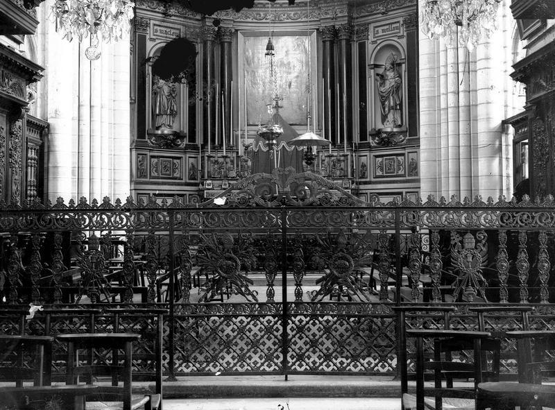 Autel, antependium, tabernacle, retables avec 2 statues : saint Maclou et saint Meslin, et 2 tableaux (maître-autel)