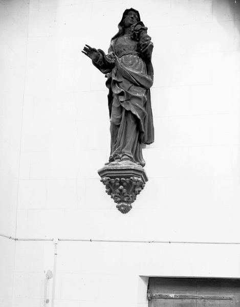 Statue en bois provenant d'un calvaire de poutre de gloire : Vierge