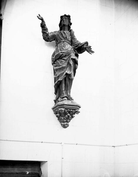 Statue en bois provenant d'un calvaire de poutre de gloire : saint Jean