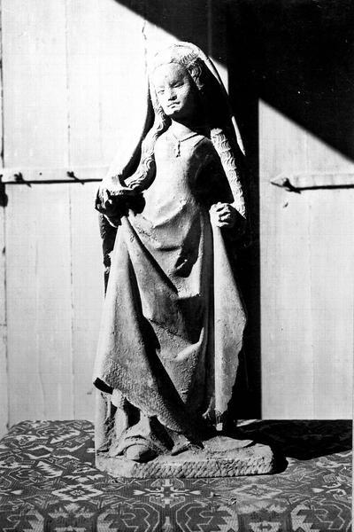 Statue en pierre : sainte Madeleine, dite sainte Angèle