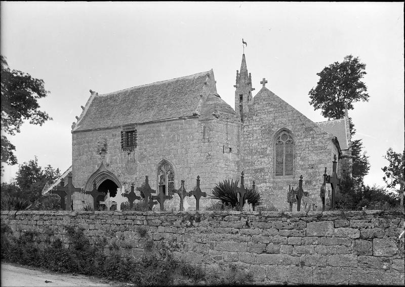 Vue d'ensemble de l'église et du cimetière