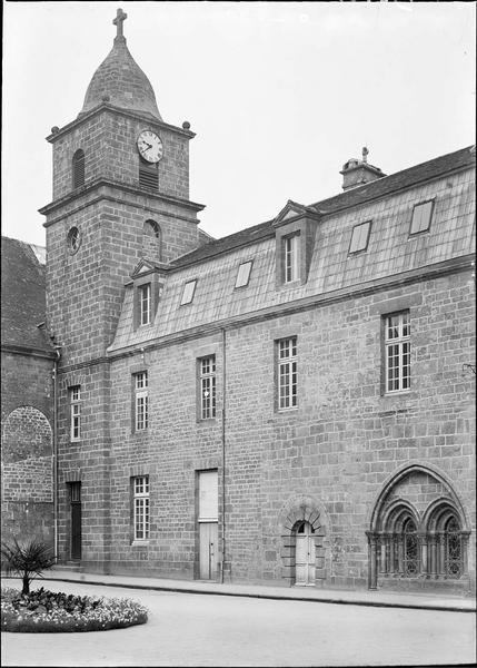 Vue latérale et clocher