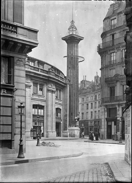 Colonne et fontaine