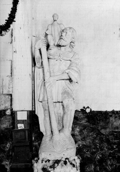 Groupe sculpté en pierre : saint Christophe