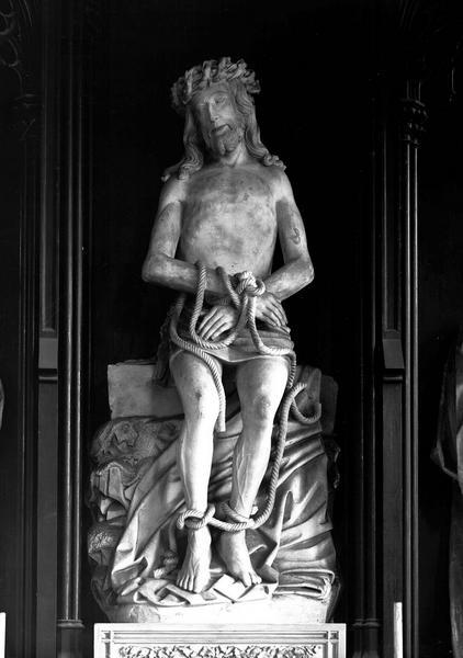 3 statues : le Christ souffrant, Saint Jean, la Vierge