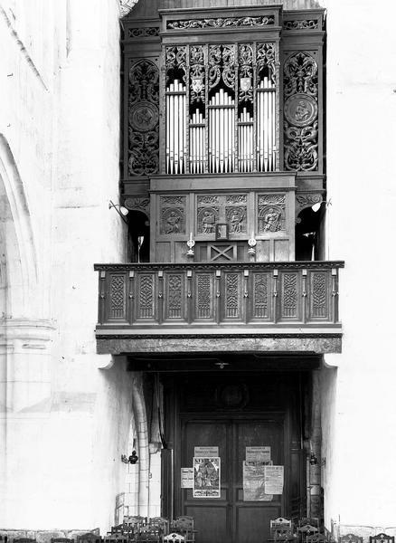 Buffet d'orgues et balustrade de la tribune en bois sculpté