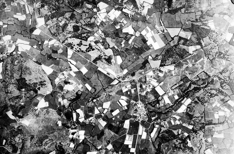 Vue aérienne : champs et villages