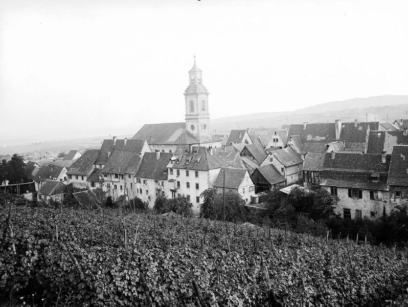 Vue générale de la ville de Riquewihr et de son église