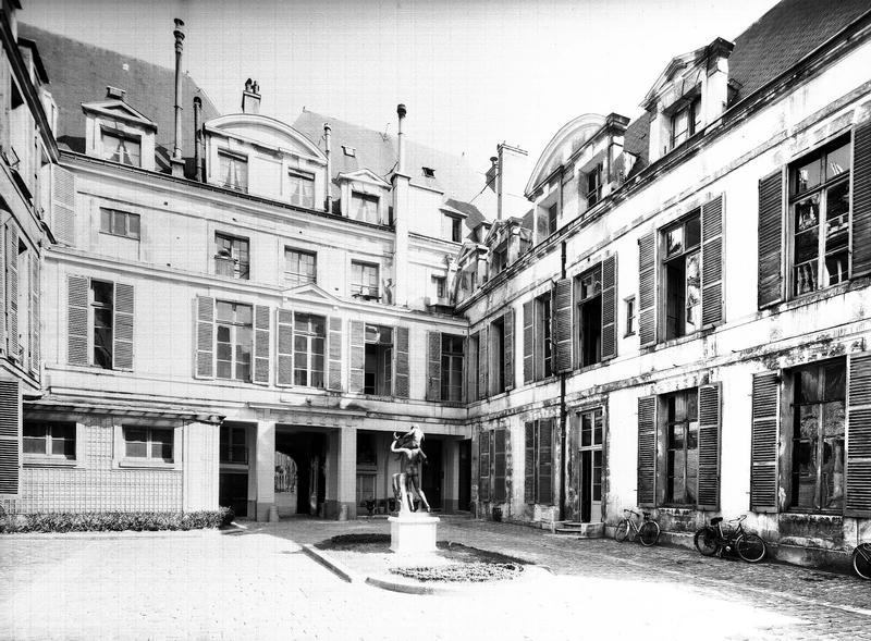 Ancien Hôtel de Chaulnes ou hôtel Descures ou Nicolay-Goussainville