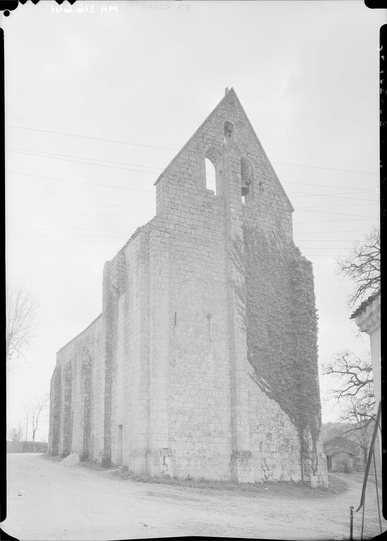 Façade ouest vue du nord-ouest : clocher-mur