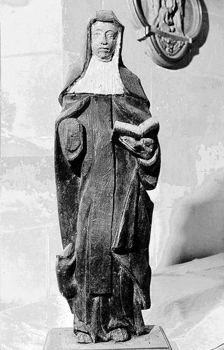 Statue : sainte Gertrude de Nivelles