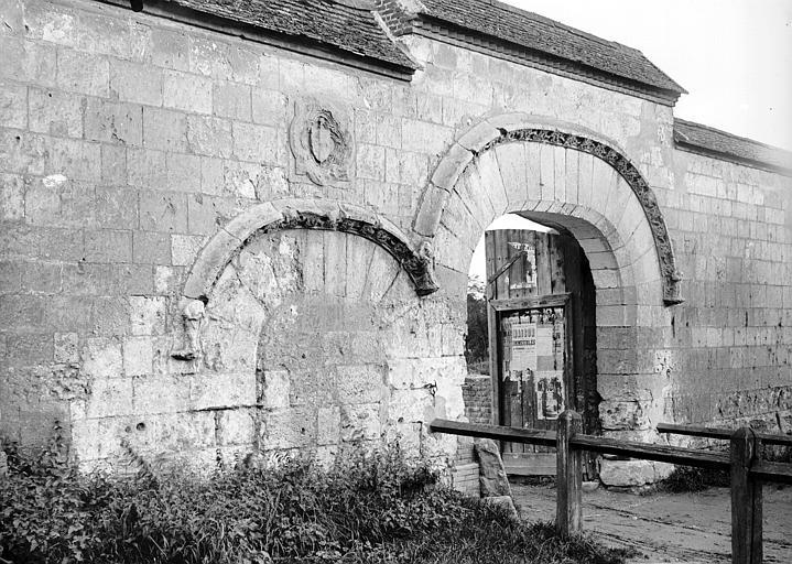 Ancienne abbaye Saint-Lucien, à Notre-Dame-du-Thil