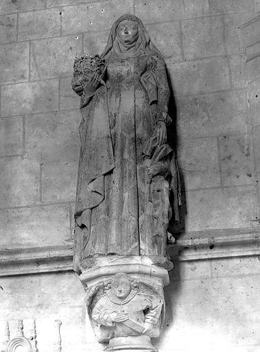 Statue de la chapelle : sainte Elisabeth de Hongrie