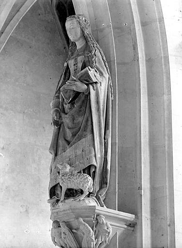 Statue de la chapelle : sainte Agnès