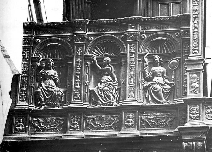Buffet de l'orgue, côté gauche : statues des vertus dans des niches (la Foi, l'Espérance, la Prudence)