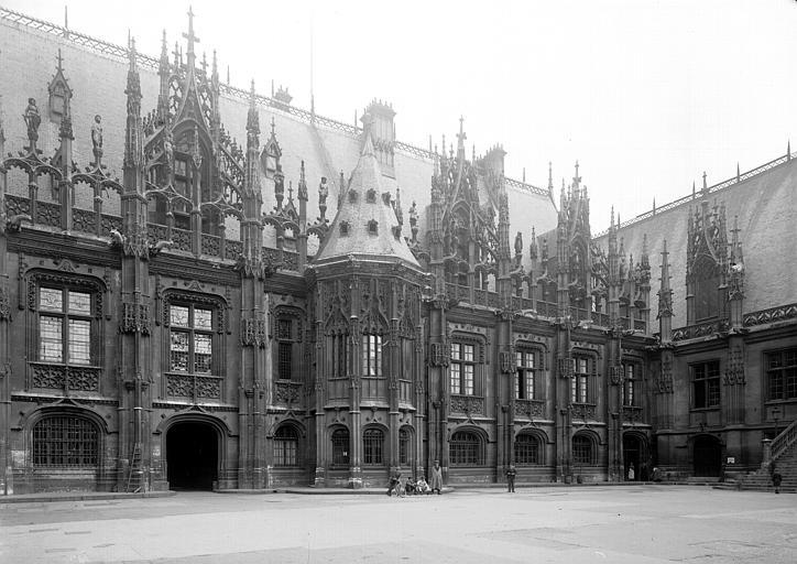 Partie ouest de la façade sur cour