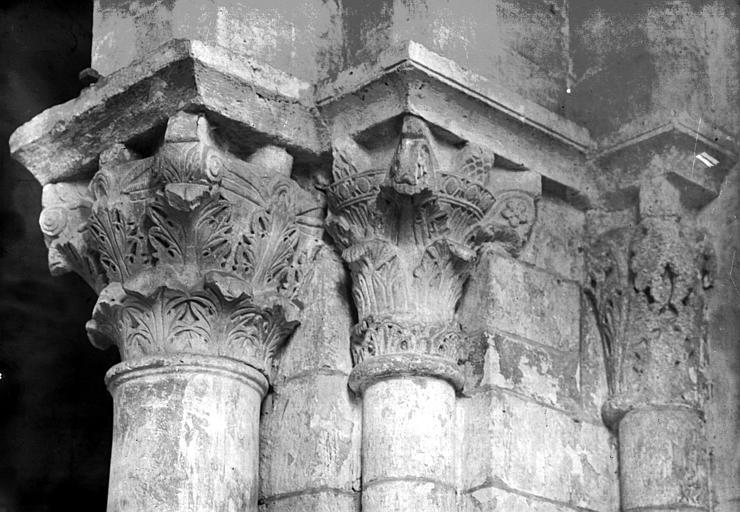 5 chapiteaux d'ordre corinthien