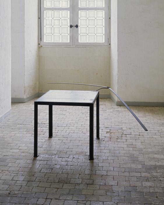 Table avec balancier : Sans titre, oeuvre en 3 éléments