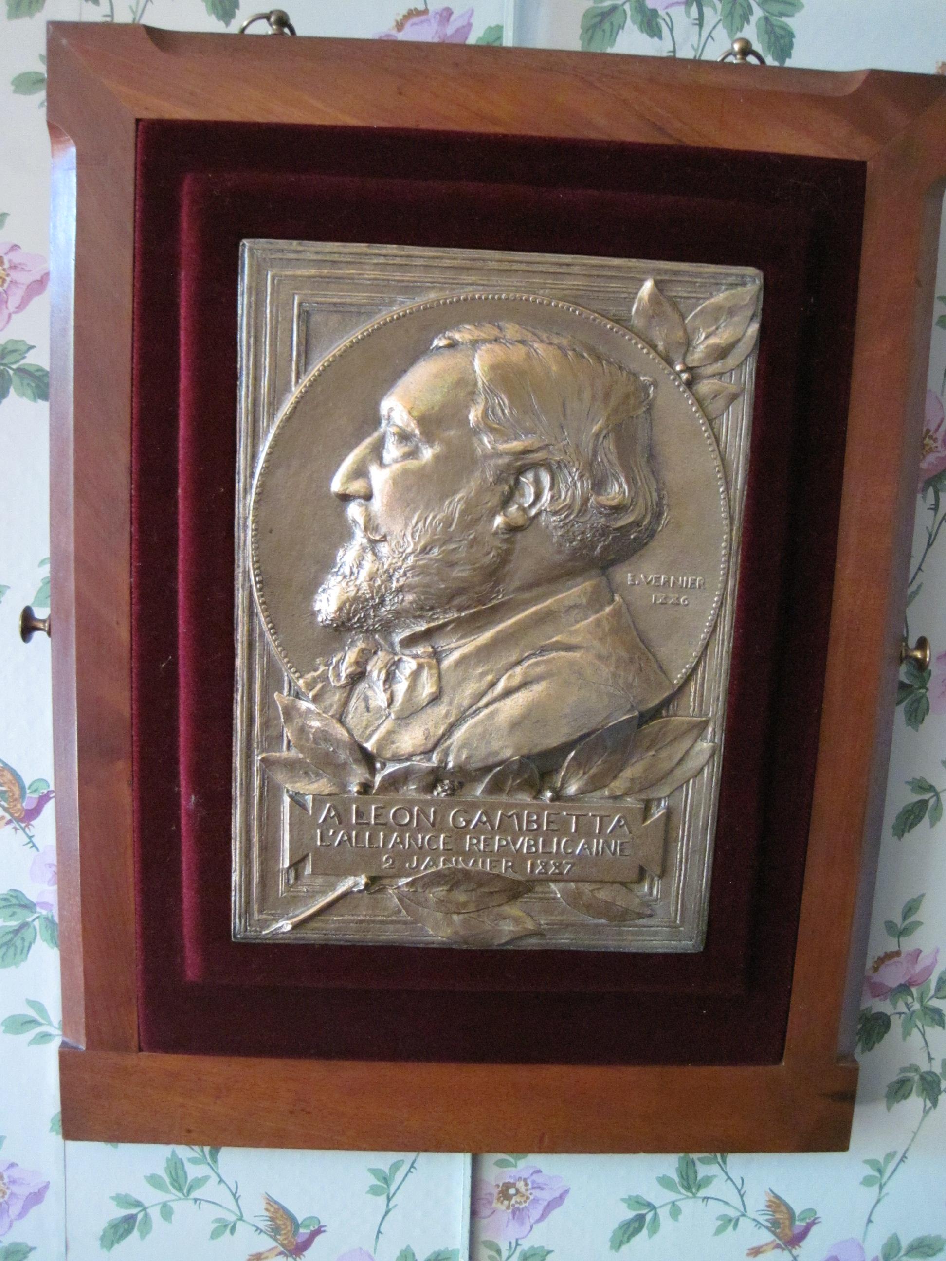 Plaque décorative : médaillon de Gambetta profil (de)