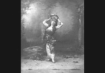 Mlle Dinelli, dans 'La Mascotte'
