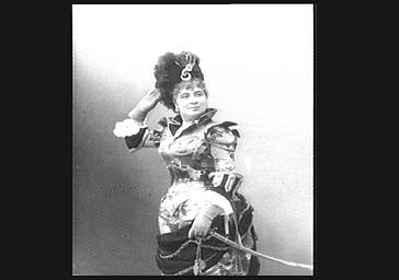 Mlle Bonnaire, dans 'Coco félé'