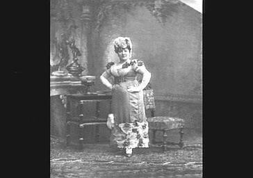 Mme Dharville, dans 'Le Petit Duc'